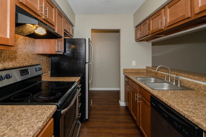 Kitchen - Riverbanks Apartments