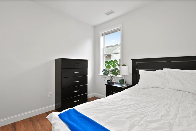 Bedroom - Rent a Private Bedroom in a Beautiful 6 bed/3 bath Apartment in Waltham!