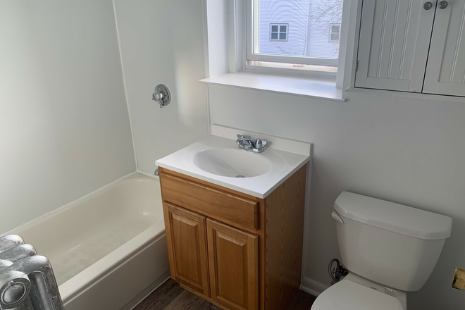 bathroom - No Broker Fee! 3 Bed/1 bath available now! updated 2/3 Apartments