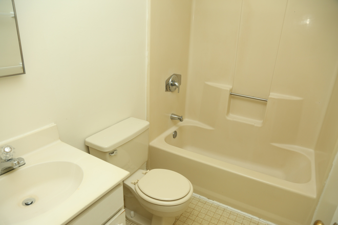 Bathroom - 4 Bedroom on the Corner! Multiple Apartments Available