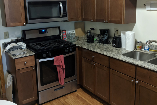Kitchen - 2000 Dayton - 3 Bedroom Very Close to Campus! Apartments