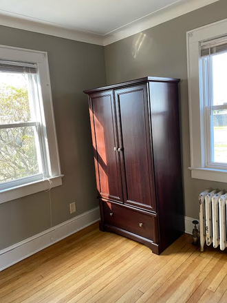 Bedroom - FEMALE STUDENT/HOUSE TO SHARE WITH ONLY 3 ROOMMATES/ PRIMROSE LANE IS A FEW FEET FROM CAMPUS Rental