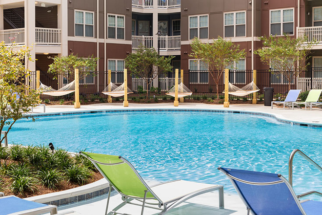 Poolside hammocks - Ion Tuscaloosa Apartments