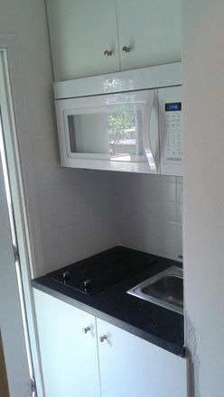 Kitchenette with stove, microwave, extractor, refrigerator, fully equipt dinning area