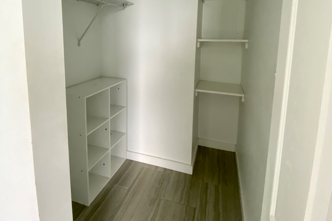 Walk-in Closet - Sweetwater House- large apartment with privacy and parking. Walk to campus!