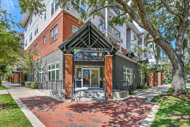 exterior - LynCourt Square is the 2020 Student Property of the Year. Spacious, modern living for UF students! Apartments