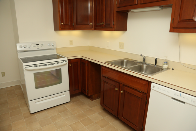 Kitchen - 2 Bedroom Available in the Queen Charlotte Condo